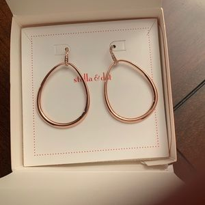 Stella & Dot Goddess Teardrop earrings. Rose Gold